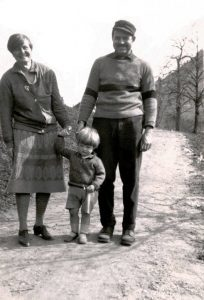 Hadley Richardson and Ernest Hemingway with their children (source).