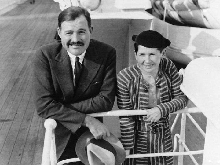 A photograph of Hemingway and Pauline Pfeiffer.